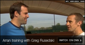 L'instruction d'Arran avec Greg Rusedski - Regarde le video dans CNN